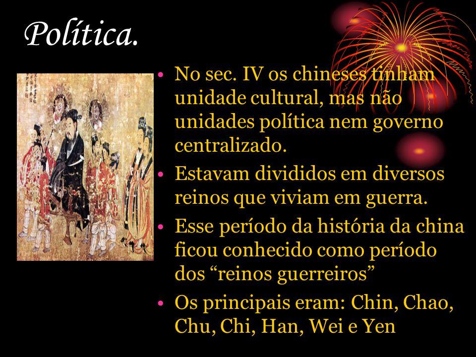 Política. No sec. IV os chineses tinham unidade cultural, mas não unidades política nem governo centralizado. Estavam divididos em diversos reinos que