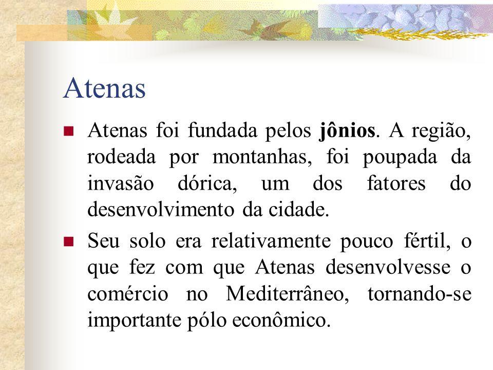Atenas Atenas foi fundada pelos jônios. A região, rodeada por montanhas, foi poupada da invasão dórica, um dos fatores do desenvolvimento da cidade. S