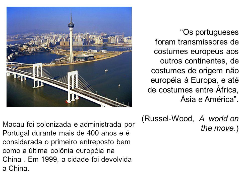 Os portugueses foram transmissores de costumes europeus aos outros continentes, de costumes de origem não européia à Europa, e até de costumes entre Á
