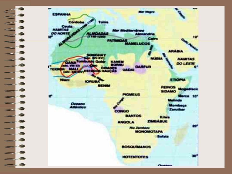 África antes dos europeus Povos nômades organizados em conjuntos de famílias (clãs), que viviam sob o comando de anciãos ou chefes tribais.