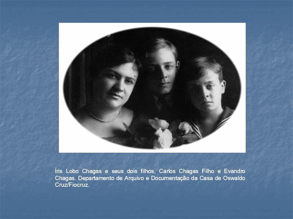 Íris Lobo Chagas e seus dois filhos, Carlos Chagas Filho e Evandro Chagas. Departamento de Arquivo e Documentação da Casa de Oswaldo Cruz/Fiocruz.