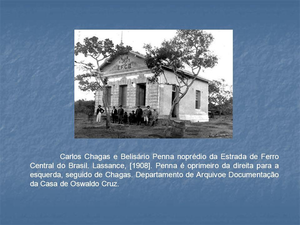 Carlos Chagas e Belisário Penna noprédio da Estrada de Ferro Central do Brasil. Lassance, [1908]. Penna é oprimeiro da direita para a esquerda, seguid