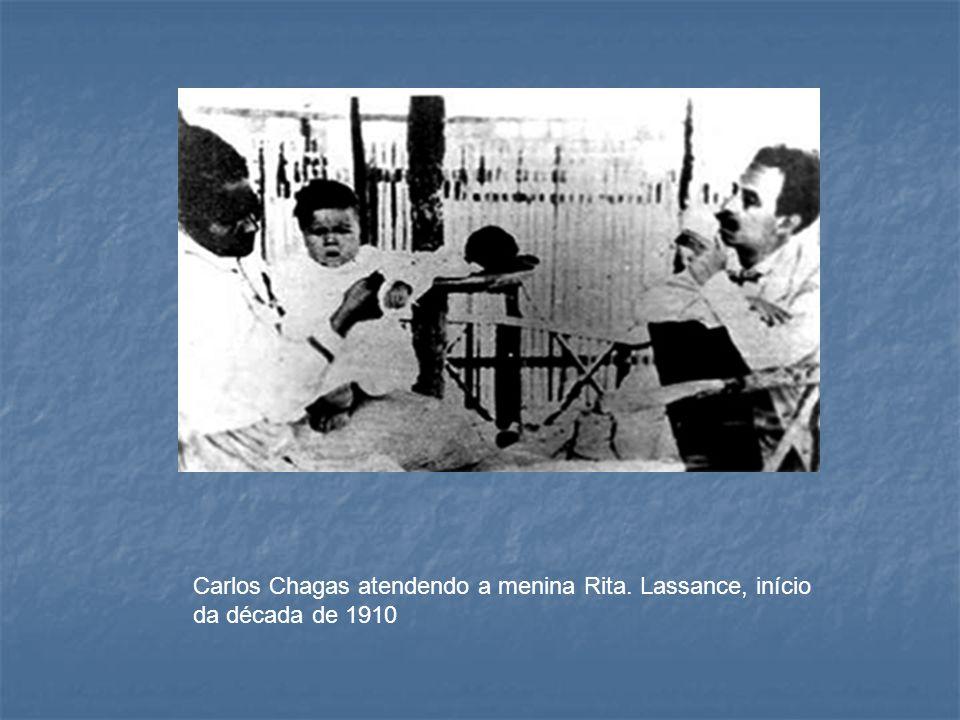 Carlos Chagas atendendo a menina Rita. Lassance, início da década de 1910