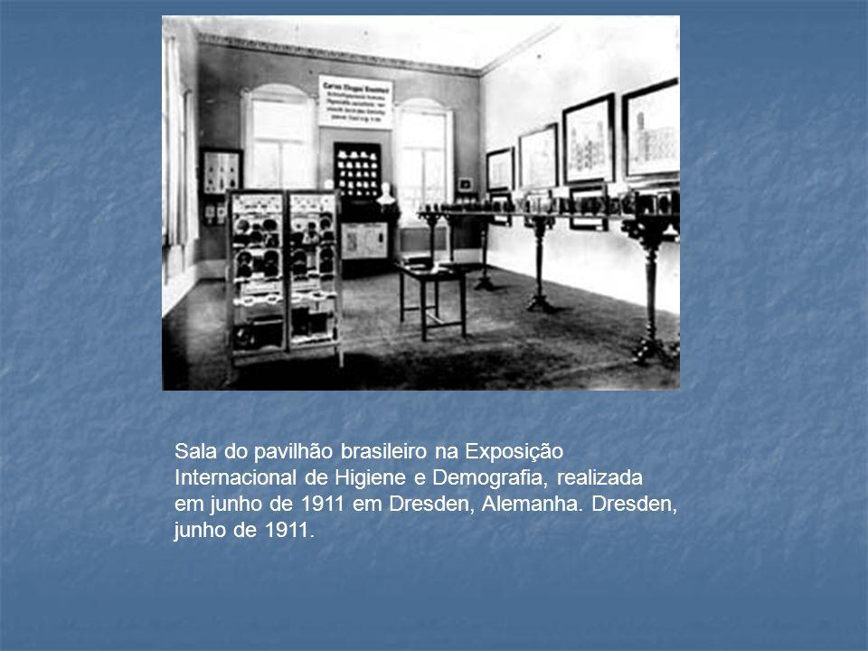 Sala do pavilhão brasileiro na Exposição Internacional de Higiene e Demografia, realizada em junho de 1911 em Dresden, Alemanha. Dresden, junho de 191