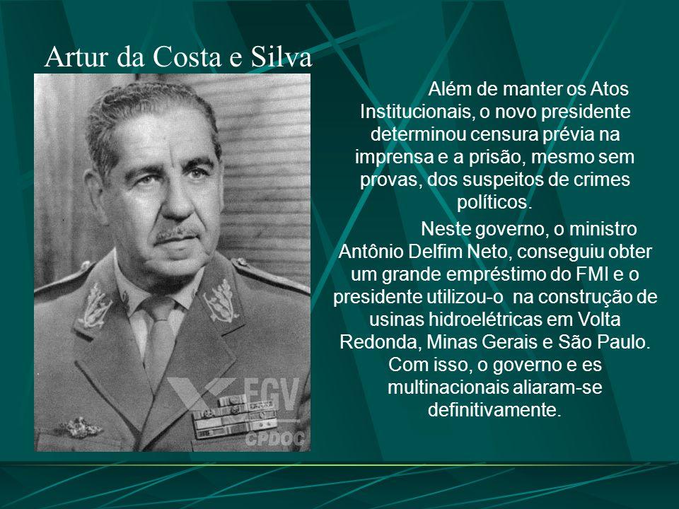 Artur da Costa e Silva Além de manter os Atos Institucionais, o novo presidente determinou censura prévia na imprensa e a prisão, mesmo sem provas, dos suspeitos de crimes políticos.
