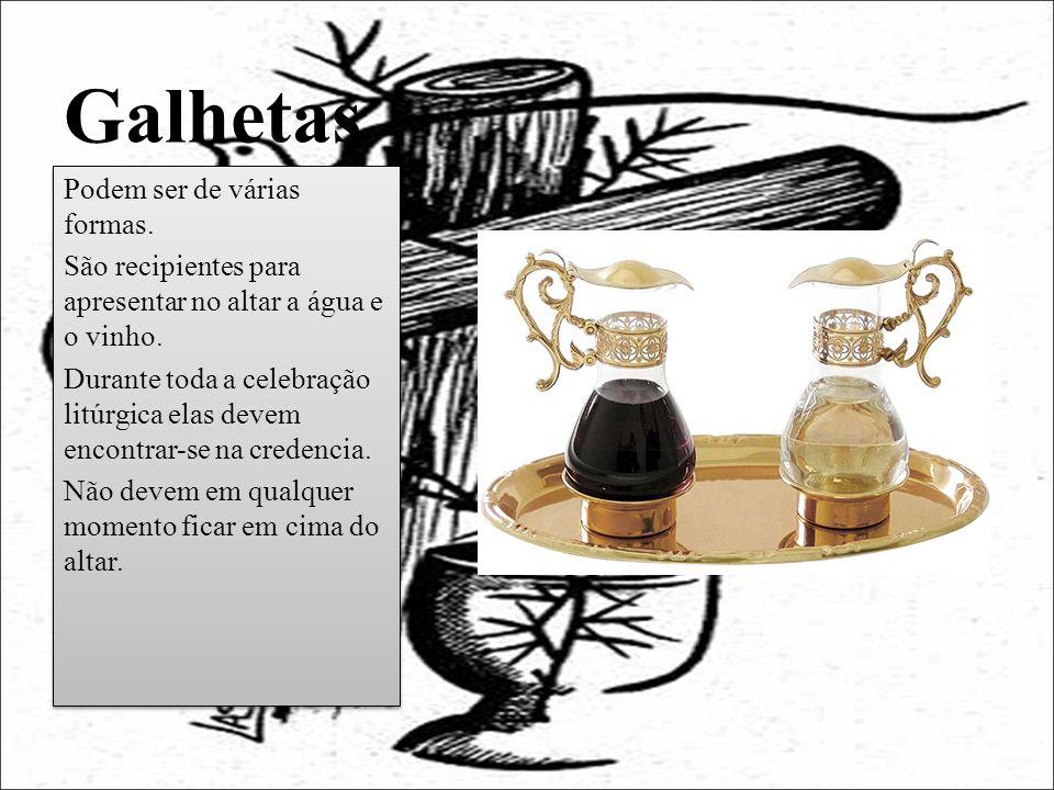Galhetas Podem ser de várias formas. São recipientes para apresentar no altar a água e o vinho. Durante toda a celebração litúrgica elas devem encontr