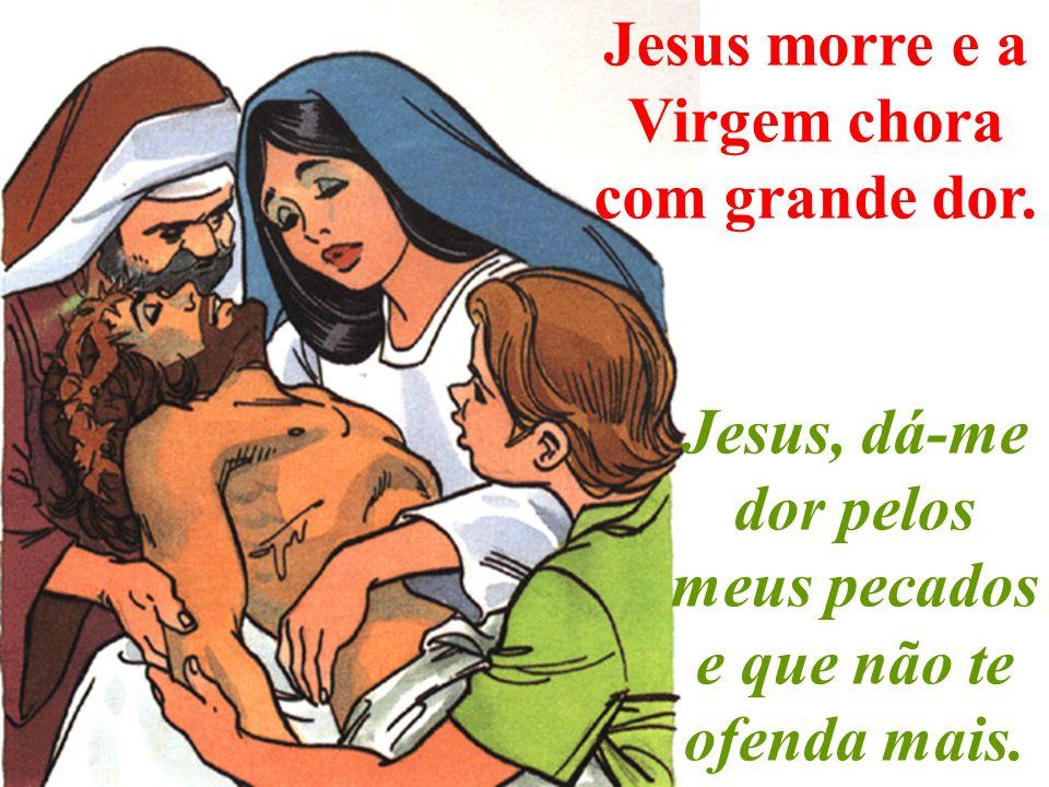 Baixam Jesus da Cruz e deixam-no nos braços da Virgem.