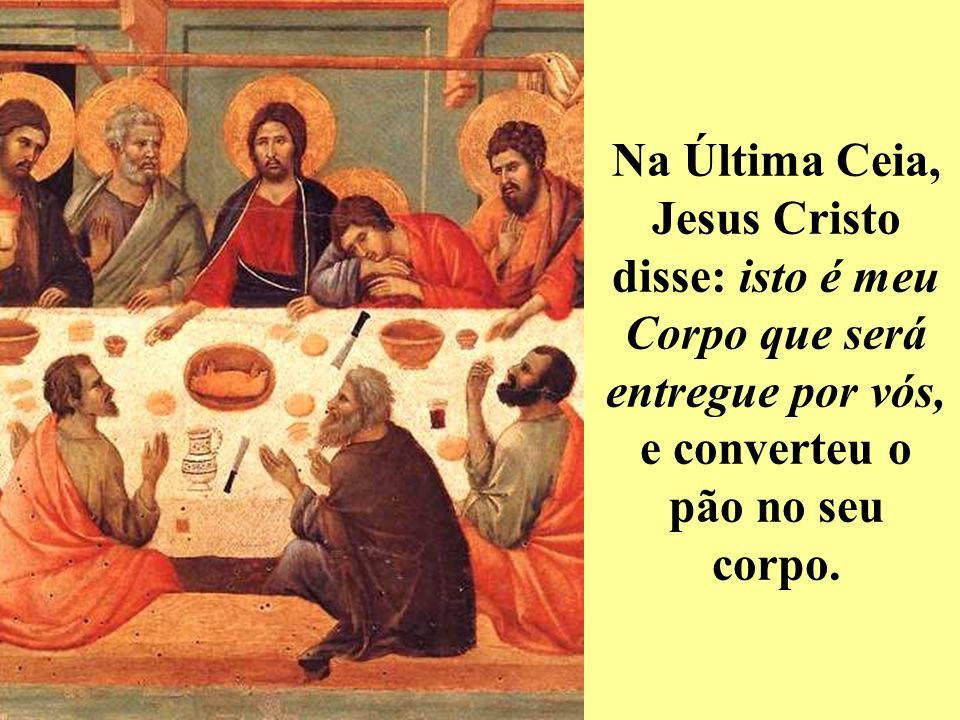 Jesus Cristo oferece-se a Deus por intermédio do sacerdote.