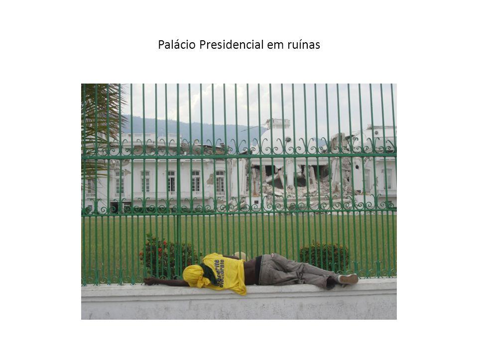 Palácio Presidencial em ruínas