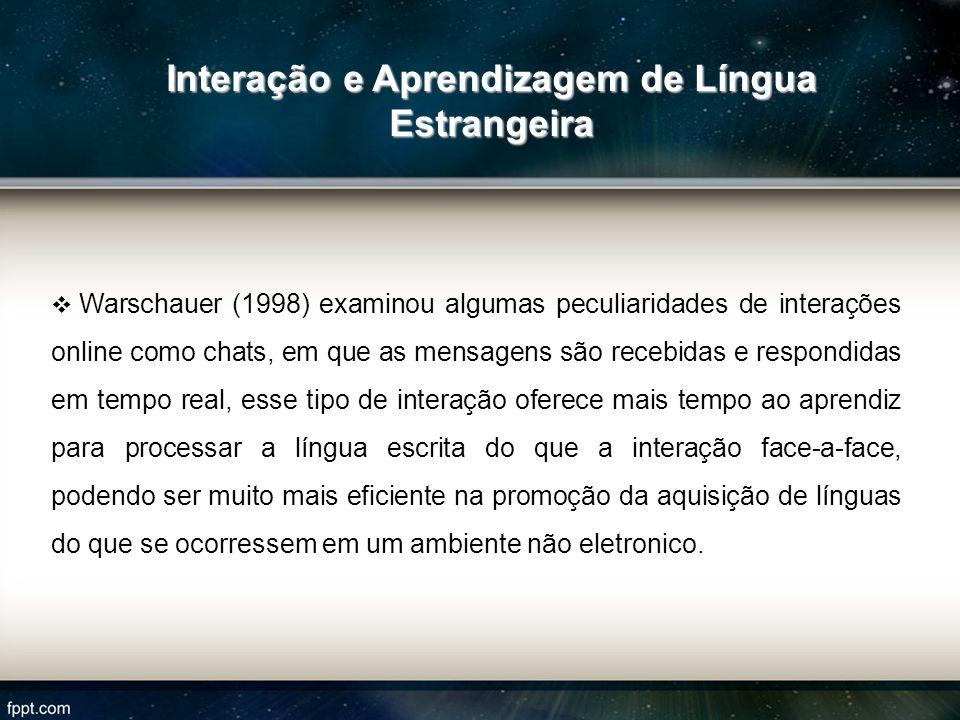 Warschauer (1998) examinou algumas peculiaridades de interações online como chats, em que as mensagens são recebidas e respondidas em tempo real, esse
