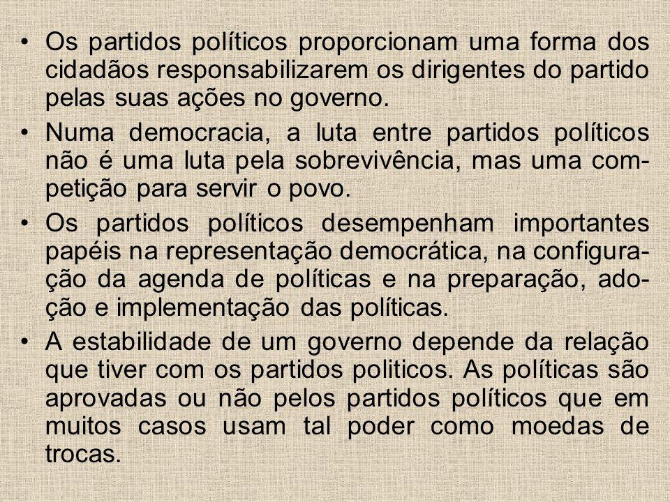 Os partidos políticos proporcionam uma forma dos cidadãos responsabilizarem os dirigentes do partido pelas suas ações no governo. Numa democracia, a l