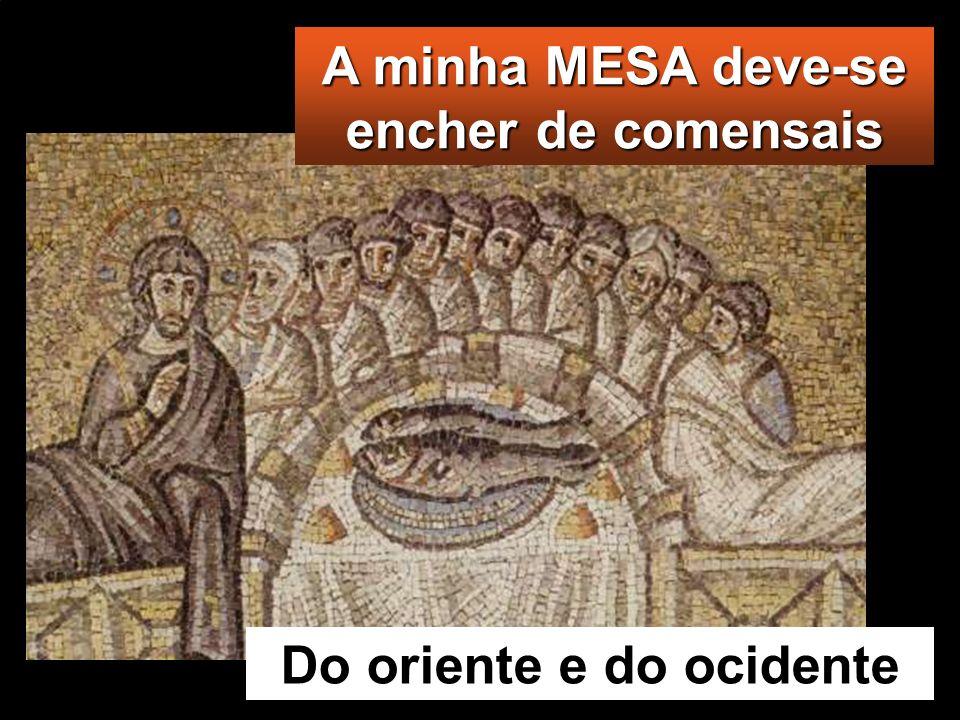 Então, Jesus tomou os pães, deu graças e distri- buiu-os aos que estavam sentados, fazendo o mesmo com os peixes; e comeram quanto quiseram. Então, Je
