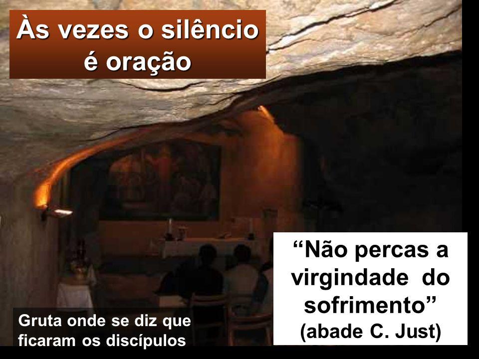 GETSÉMANI Entretanto, chegaram a uma propriedade chamada Getsémani e Jesus disse aos seus discípulos: «Ficai aqui, enquanto Eu vou orar». Tomou consig