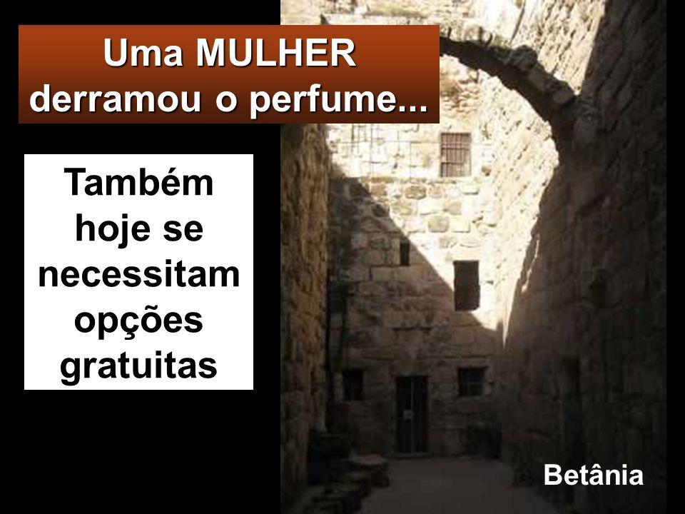 BETÂNIA Jesus encontrava-Se em Betânia, em casa de Simão o Leproso, e, estando à mesa, veio uma mulher que trazia um vaso de alabastro com perfume de