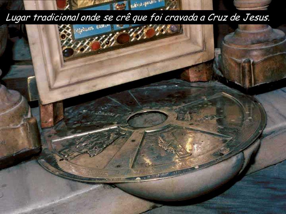 Altar da Crucifixão na Basílica do Santo Sepulcro Jesus, soltando um grande brado, expirou. Texto: Paixão de nosso Senhor Jesus Cristo segundo S. Marc