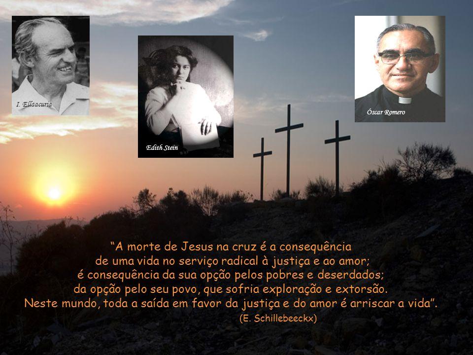 Os que passavam insultavam-nO e abanavam a cabeça, dizendo: –Tu que destruias o templo e o reedificavas em três dias, salva-Te a Ti mesmo e desce da cruz.