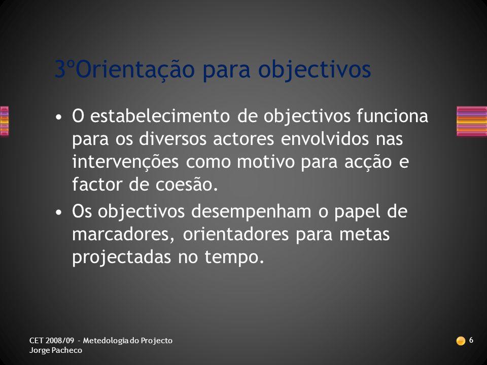 O trabalho em grupo torna favorável o pensamento divergente e quebra a rigidez da análise de problemáticas.