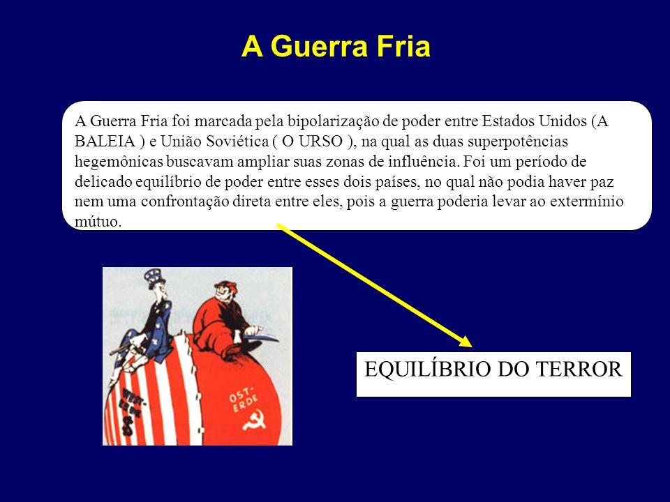 A Guerra Fria foi marcada pela bipolarização de poder entre Estados Unidos (A BALEIA ) e União Soviética ( O URSO ), na qual as duas superpotências he