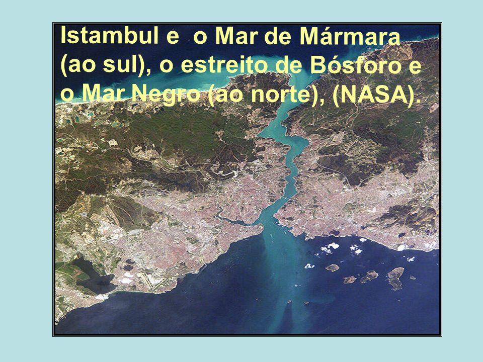 Istambul e o Mar de Mármara (ao sul), o estreito de Bósforo e o Mar Negro (ao norte), (NASA).