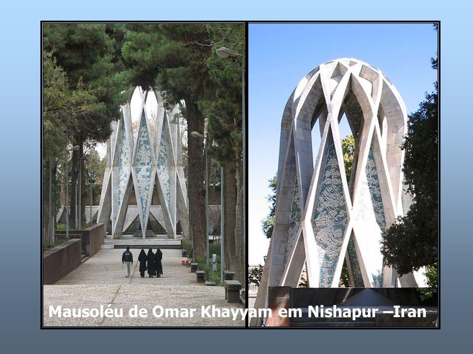 Mausoléu de Omar Khayyam em Nishapur –Iran