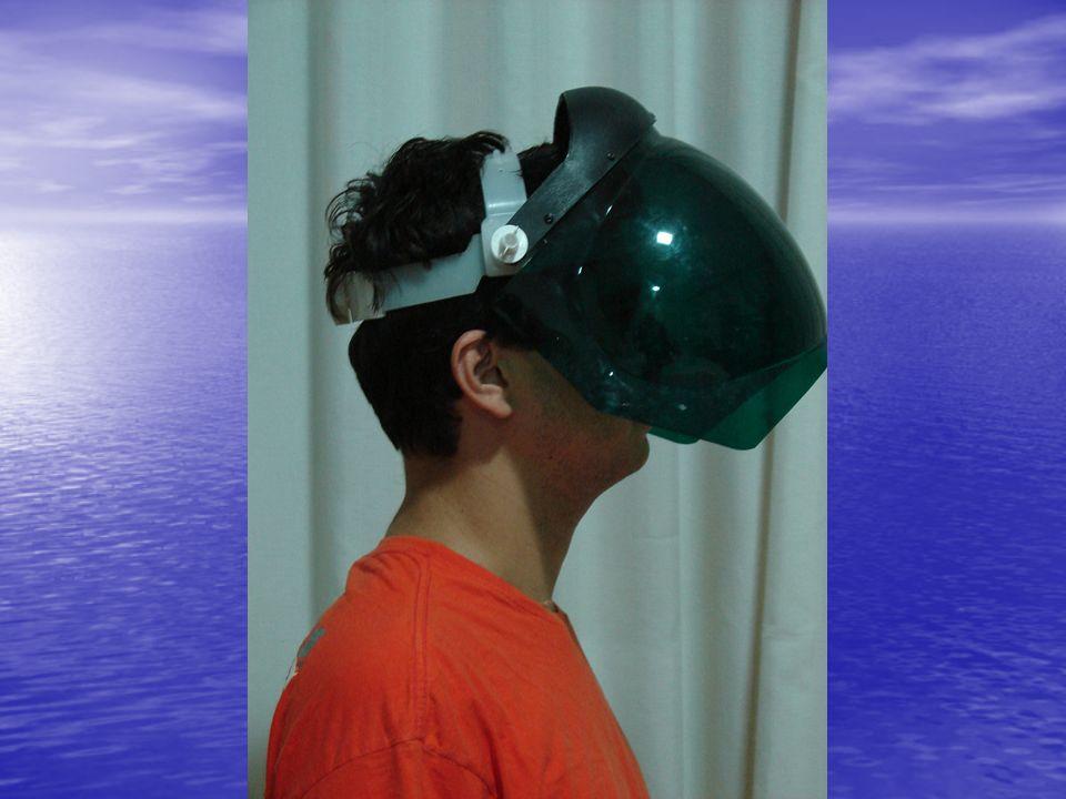 Máscara Caracterização: tecido de algodão ou de material sintético Utilização: para proteger a boca e o nariz da aspiração de partículas