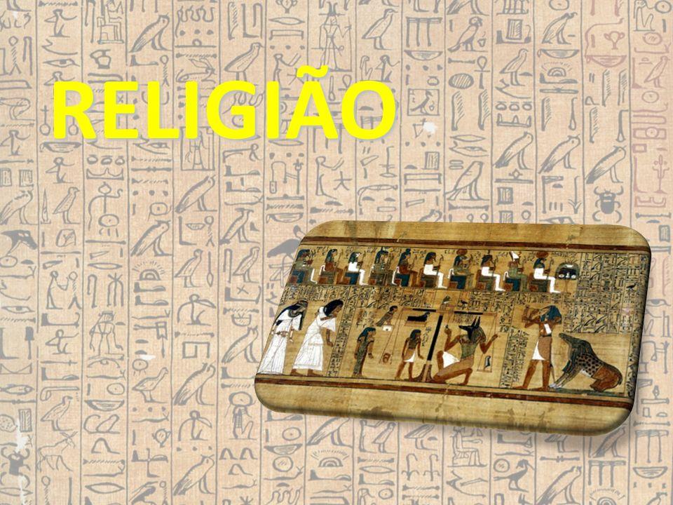 Os egípcios prestavam culto a vários deuses, eram politeístas.
