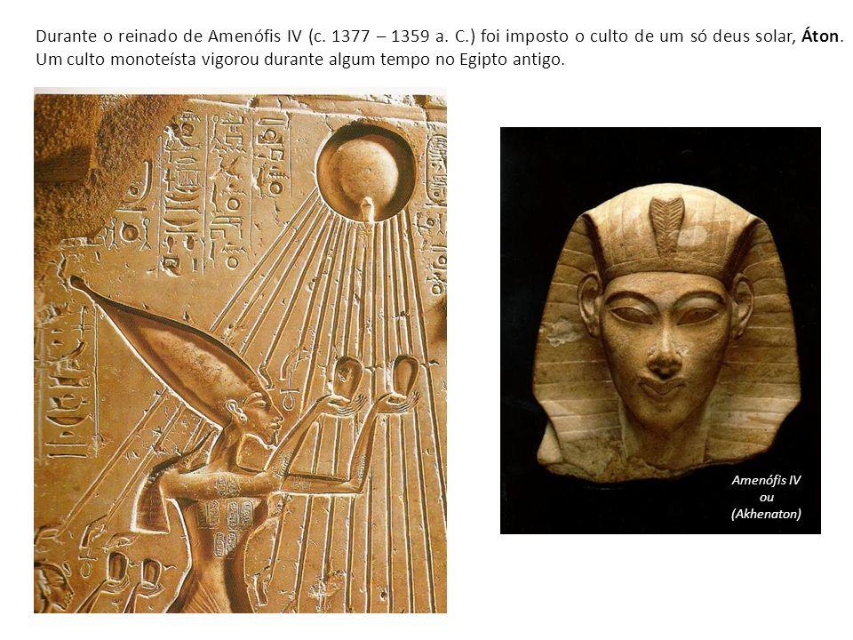 Durante o reinado de Amenófis IV (c. 1377 – 1359 a. C.) foi imposto o culto de um só deus solar, Áton. Um culto monoteísta vigorou durante algum tempo