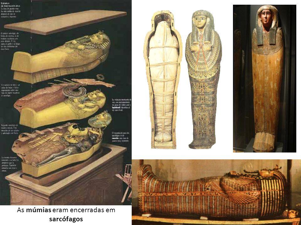 As múmias eram encerradas em sarcófagos
