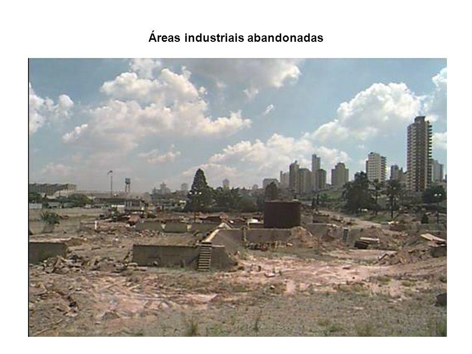 O Conjunto Residencial Barão de Mauá, localizado no Parque São Vicente, no município de Mauá é uma área contaminada por compostos orgânicos e inorgânicos, alguns deles voláteis, entre eles o benzeno, clorobenzeno, trimetilbelzeno e decano.