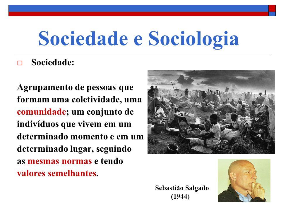 Sociedade e Sociologia Sociedade: Agrupamento de pessoas que formam uma coletividade, uma comunidade; um conjunto de indivíduos que vivem em um determ