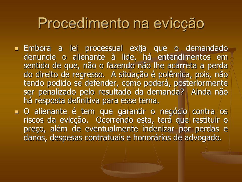 Procedimento na evicção Embora a lei processual exija que o demandado denuncie o alienante à lide, há entendimentos em sentido de que, não o fazendo n
