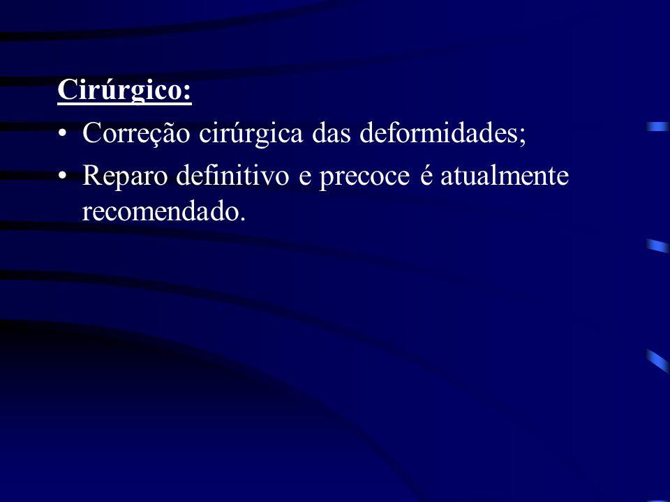 Cirúrgico: Correção cirúrgica das deformidades; Reparo definitivo e precoce é atualmente recomendado.