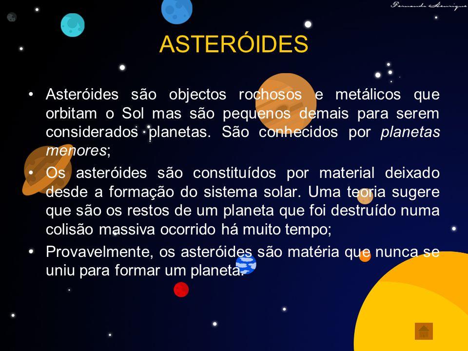 METEORITOS Meteoritos são fragmentos de corpos sólidos naturais (asteróides, lua, marte, cometas...), que vindos do espaço penetram a atmosfera terrestre; Tornam-se incandescentes devido ao atrito com o ar, atingindo a superfície terrestre; Os meteoritos podem ser classificados em: pétreos, formados basicamente de material rochoso, metálicos ou sideritos formados, basicamente da liga metálica ferro-níquel e dos siderólitos, que são meteoritos compostos das duas fases metálica e pétrea.
