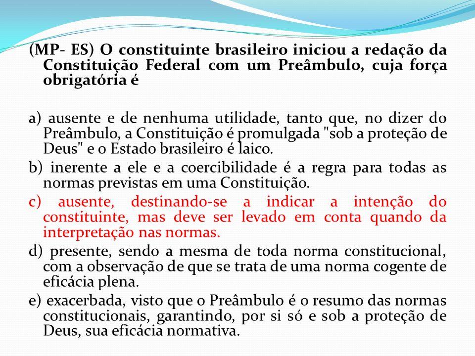 (MP- ES) O constituinte brasileiro iniciou a redação da Constituição Federal com um Preâmbulo, cuja força obrigatória é a) ausente e de nenhuma utilid