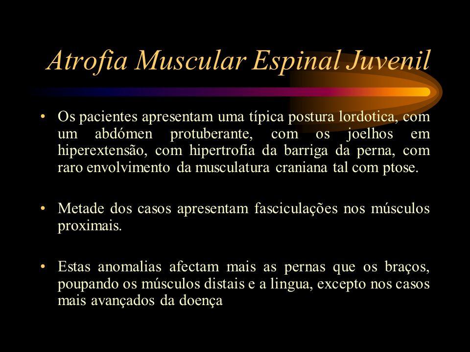 Atrofia Muscular Espinal Juvenil Os pacientes apresentam uma típica postura lordotica, com um abdómen protuberante, com os joelhos em hiperextensão, c