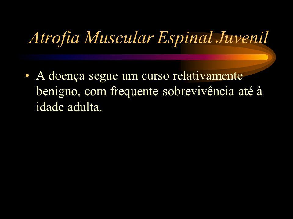 Atrofia Muscular Espinal Juvenil A doença segue um curso relativamente benigno, com frequente sobrevivência até à idade adulta.