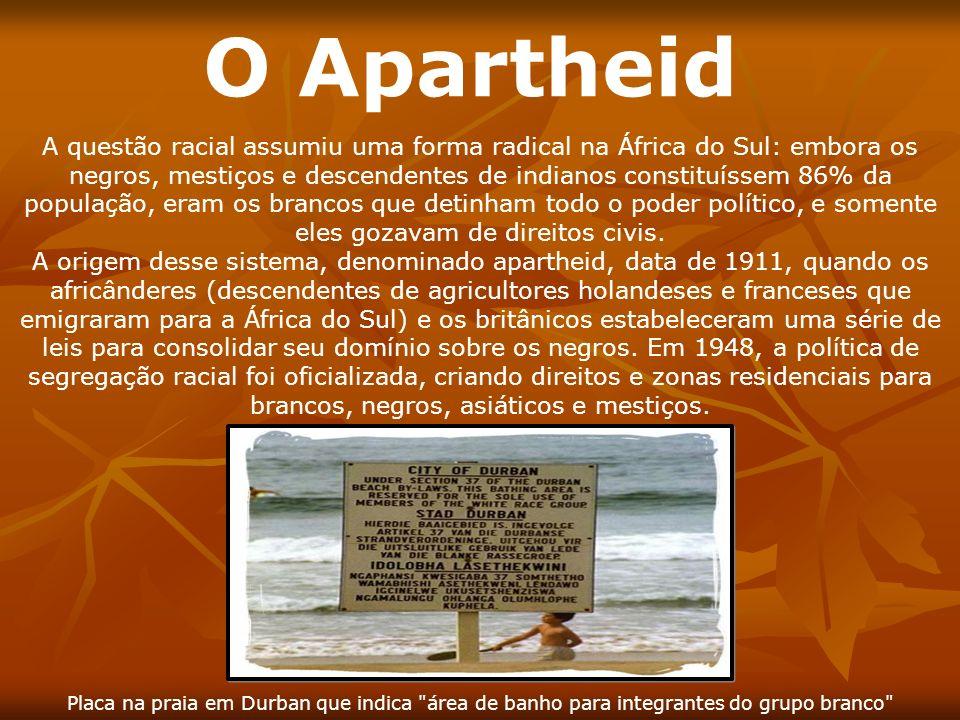 O Apartheid A questão racial assumiu uma forma radical na África do Sul: embora os negros, mestiços e descendentes de indianos constituíssem 86% da po