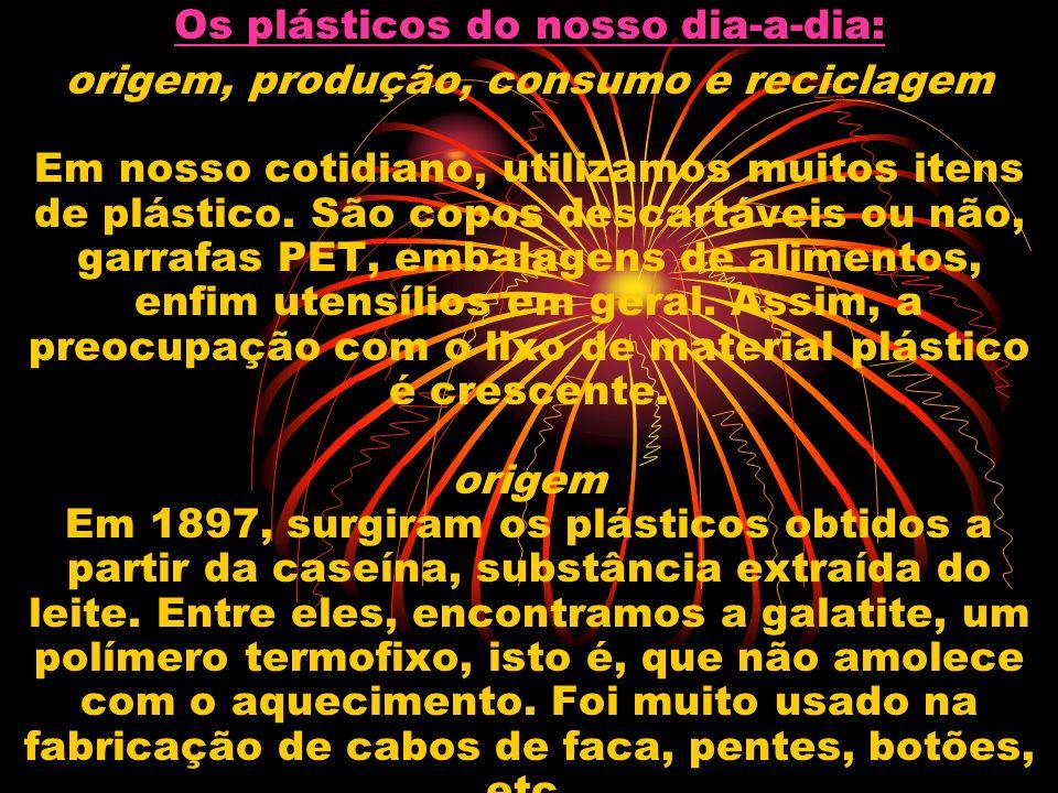 Os plásticos do nosso dia-a-dia: origem, produção, consumo e reciclagem Em nosso cotidiano, utilizamos muitos itens de plástico. São copos descartávei