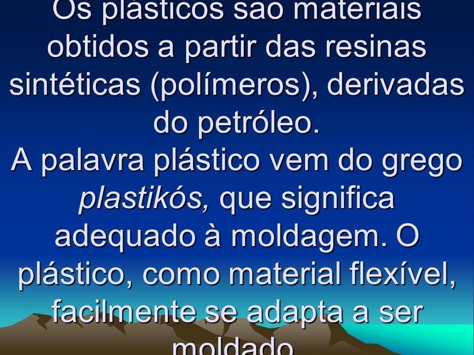 Os plásticos são materiais obtidos a partir das resinas sintéticas (polímeros), derivadas do petróleo. A palavra plástico vem do grego plastikós, que
