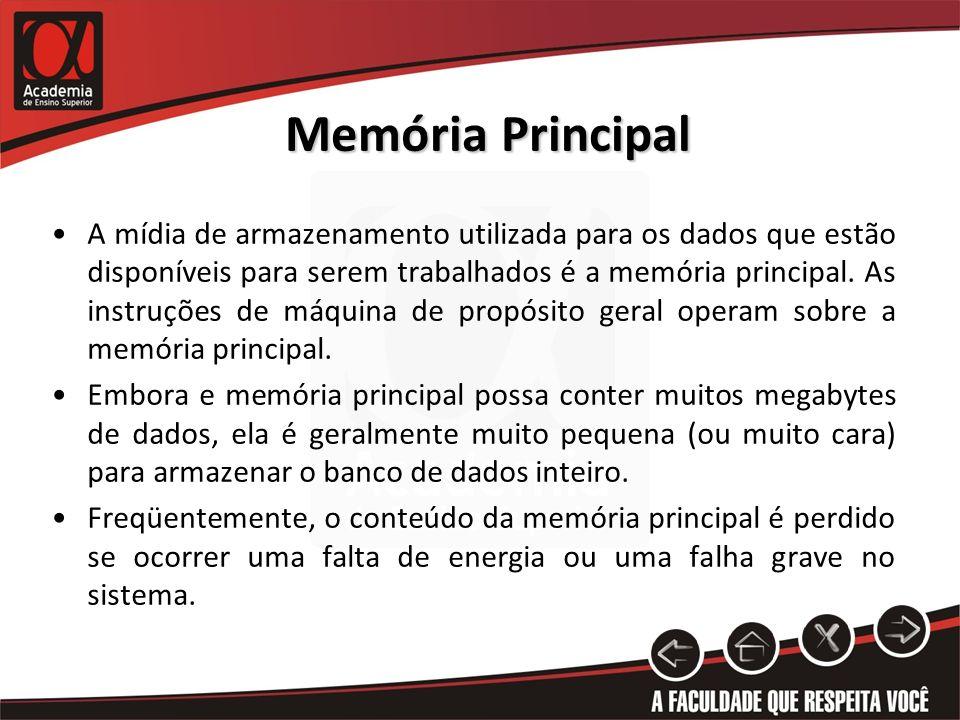 Memória Principal A mídia de armazenamento utilizada para os dados que estão disponíveis para serem trabalhados é a memória principal. As instruções d