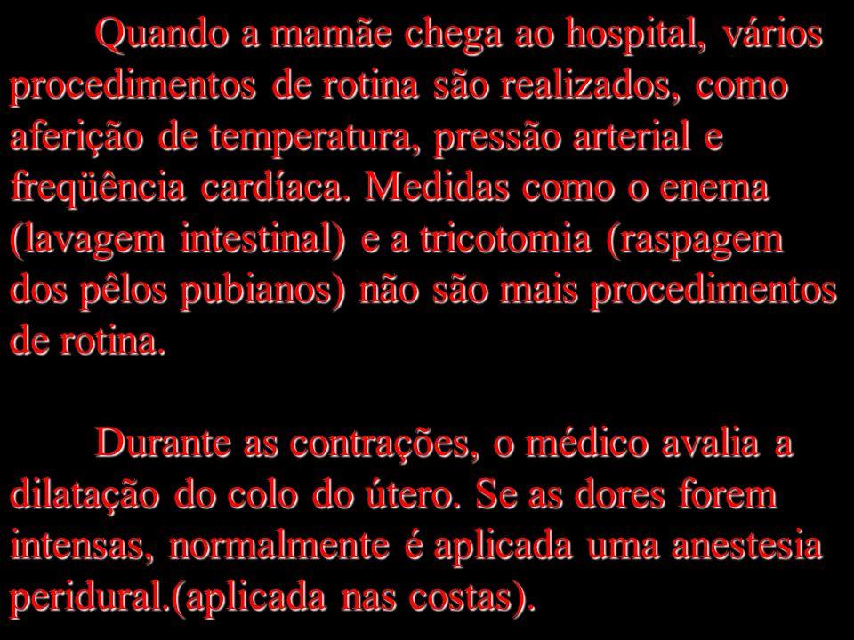 Quando a mamãe chega ao hospital, vários procedimentos de rotina são realizados, como aferição de temperatura, pressão arterial e freqüência cardíaca.