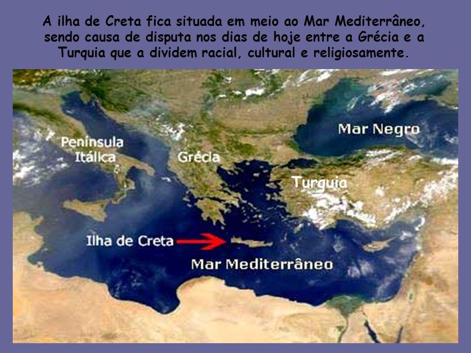 A ilha de Creta fica situada em meio ao Mar Mediterrâneo, sendo causa de disputa nos dias de hoje entre a Grécia e a Turquia que a dividem racial, cul