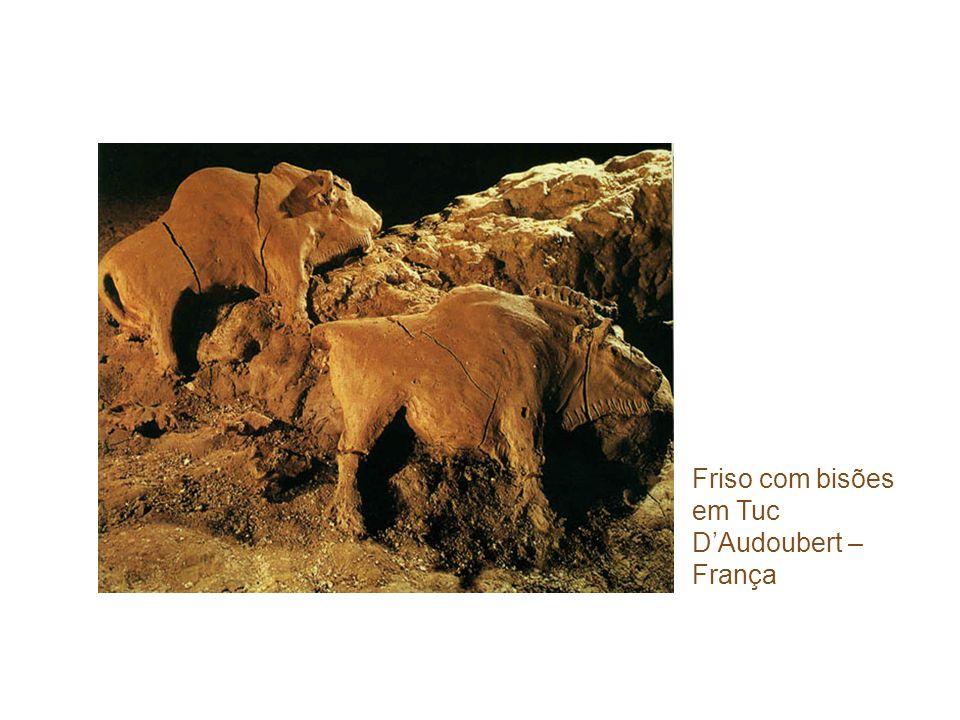 Friso com bisões em Tuc DAudoubert – França