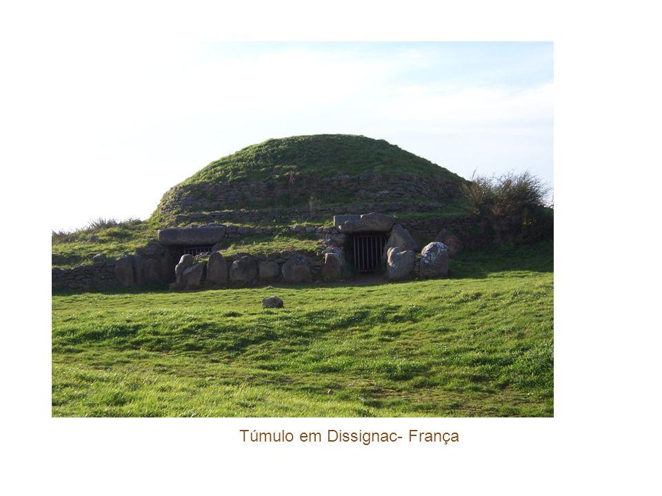 Túmulo em Dissignac- França