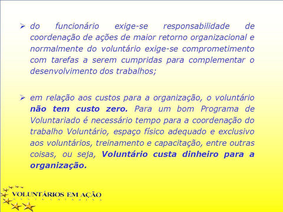 do funcionário exige-se responsabilidade de coordenação de ações de maior retorno organizacional e normalmente do voluntário exige-se comprometimento