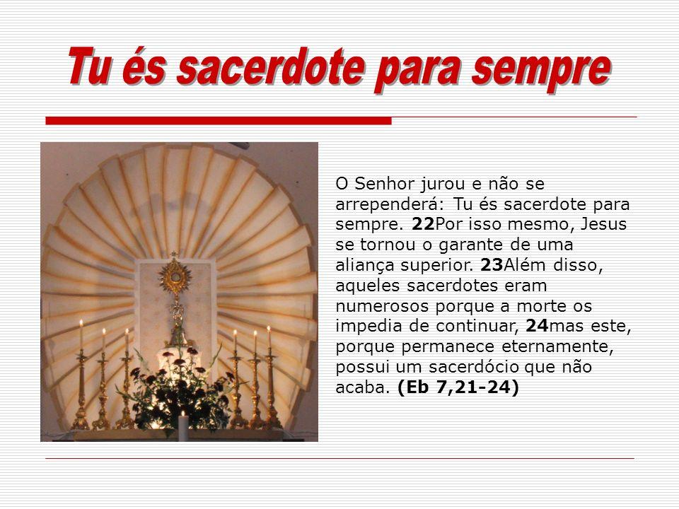 O Senhor jurou e não se arrependerá: Tu és sacerdote para sempre. 22Por isso mesmo, Jesus se tornou o garante de uma aliança superior. 23Além disso, a