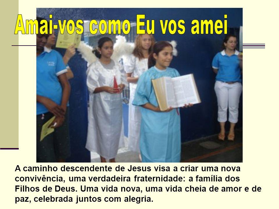 A caminho descendente de Jesus visa a criar uma nova convivência, uma verdadeira fraternidade: a família dos Filhos de Deus.