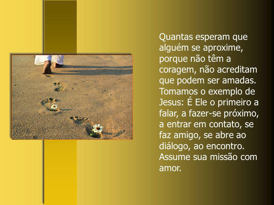 Junto ao poço da Palavra de Deus também nós sentamos, ao lado de Jesus; Lá Ele nos fala e diz ainda hoje: Dá-me da beber… Quantas pessoas, quantas mul