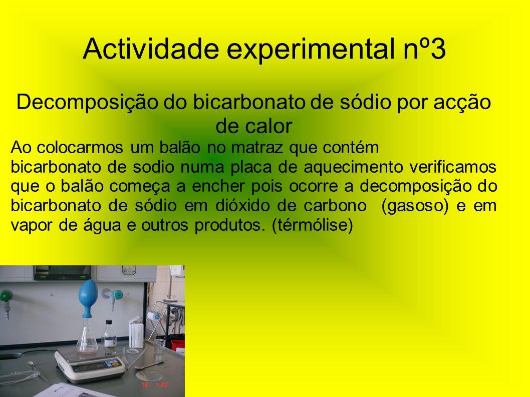 Actividade experimental nº3 Decomposição do bicarbonato de sódio por acção de calor Ao colocarmos um balão no matraz que contém bicarbonato de sodio n