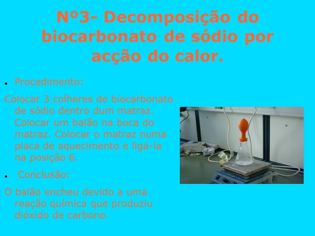 Nº3- Decomposição do biocarbonato de sódio por acção do calor. Procedimento: Colocar 3 colheres de biocarbonato de sódio dentro dum matraz. Colocar um